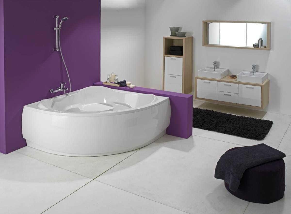 Большая ванная комната без унитаза