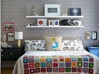 Полки над кроватью, какими они бывают по форме и конструкции, как правильно вписать их в интерьер спальни