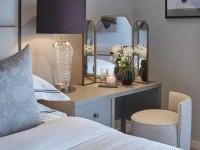 Трюмо в спальню: туалетный столик в дизайне интерьера, примеры расположения мебели