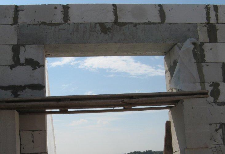 бетонные перемычки над окнами