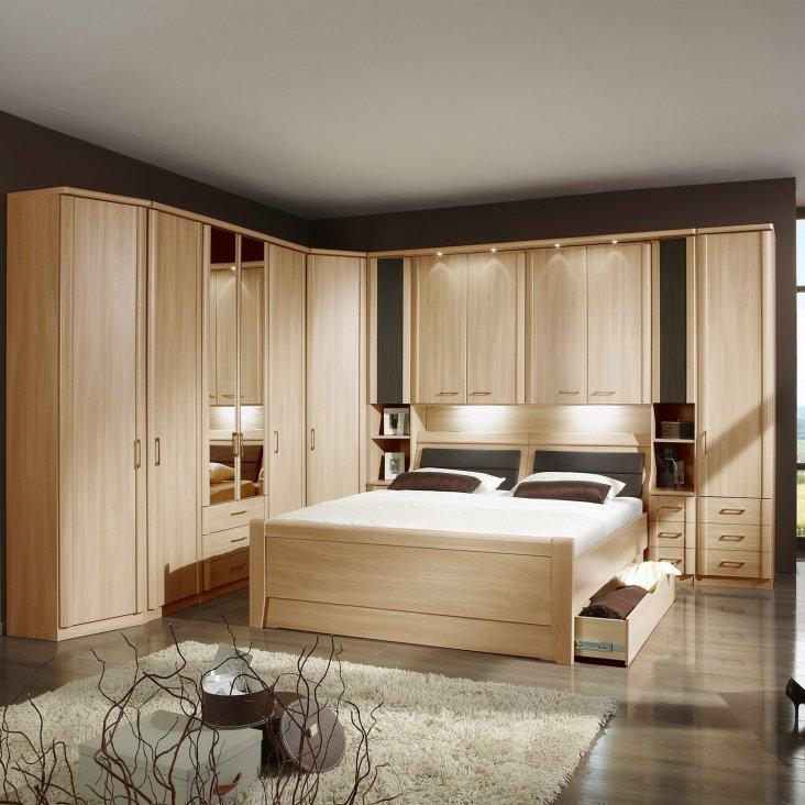 дизайн спальной комнаты и гарнитур фото яркие