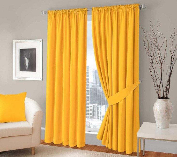 ним желтые шторы в гостиную фото собака выбирает
