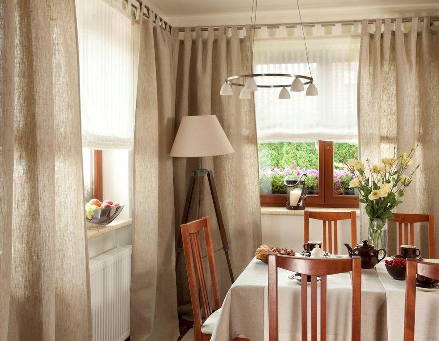 Как красиво повесить шторы на кухне: фото